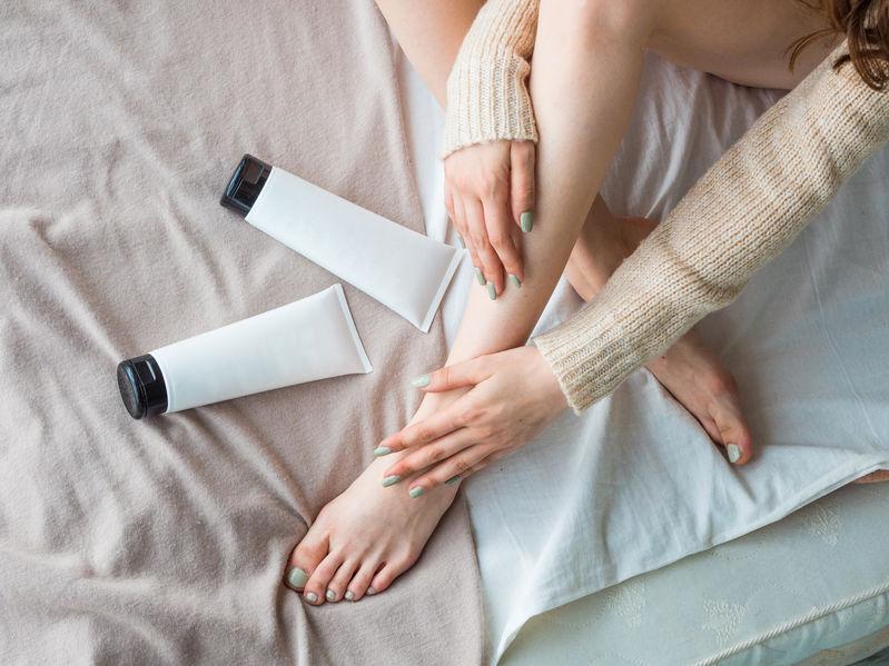 huidverzorgingscrèmes aanbrengen