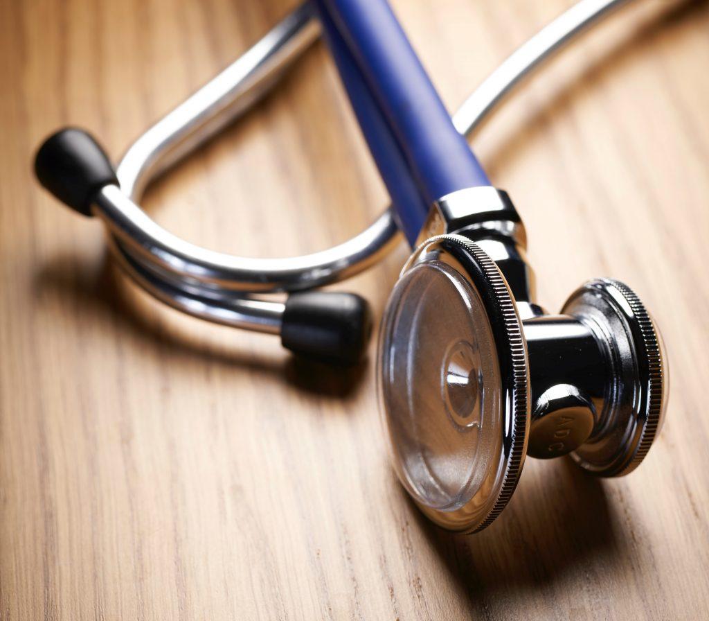 stethoscoop op dokterstafel