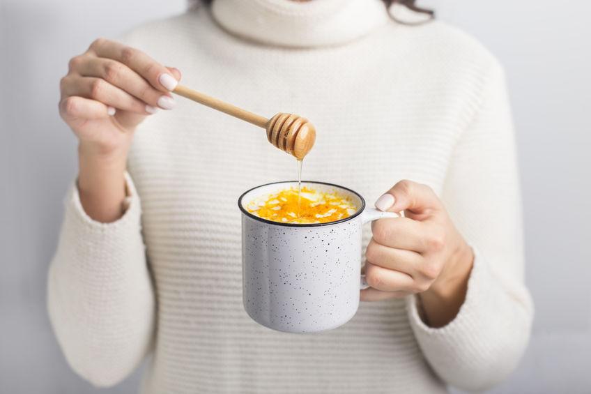 proeverij van kurkuma en honing