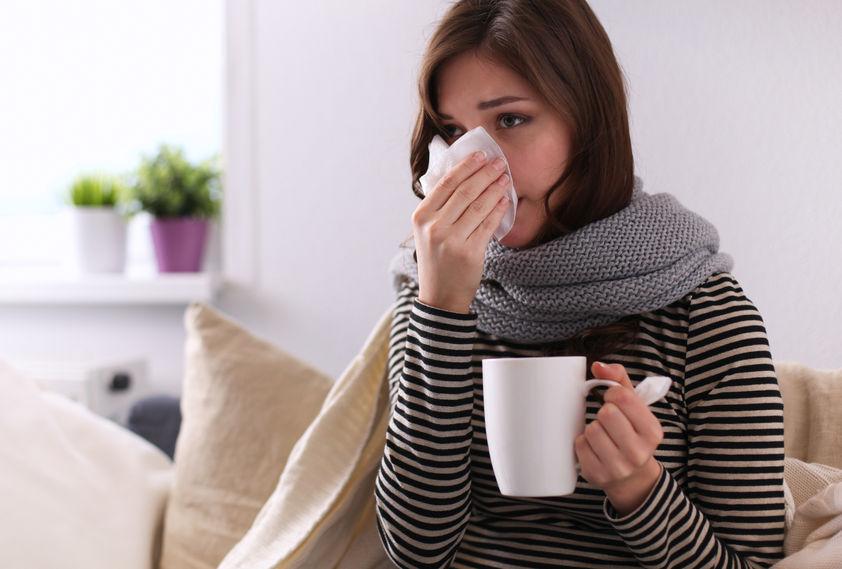 meisje met een verkoudheid